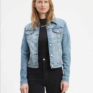 NWT Levi's women's denim jacket BRAND NEW UNUSED